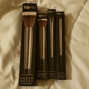 4 Brand New Urban Decay makeup brushes